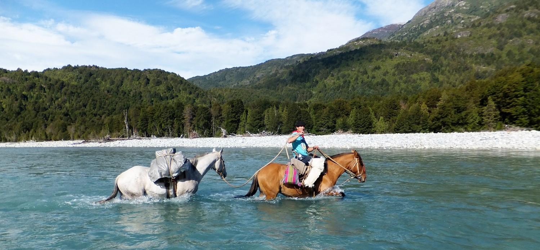 1500-huaso-Baquiano-and-pack-horse