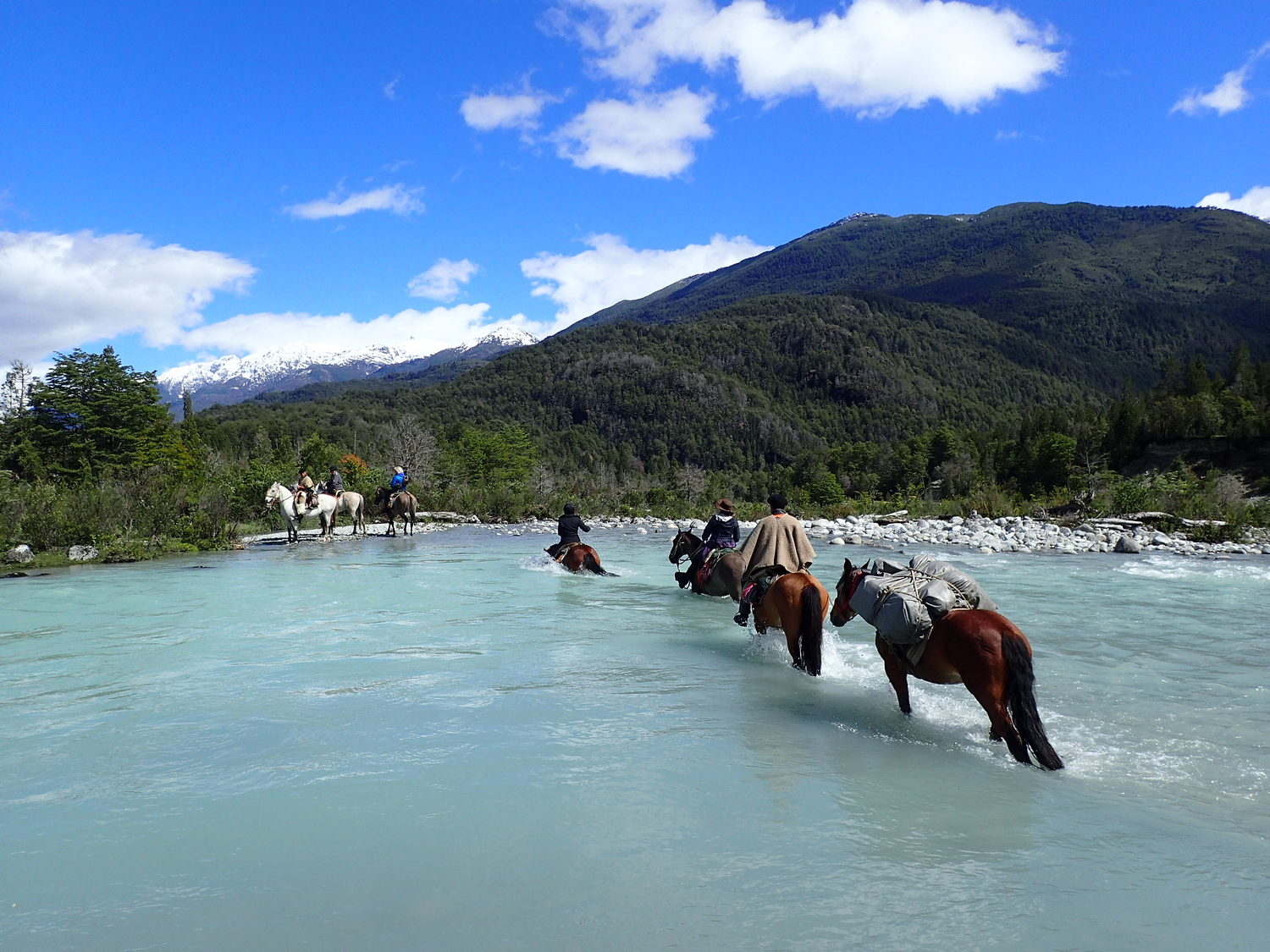Crossing-the-Correntoso-River-1500